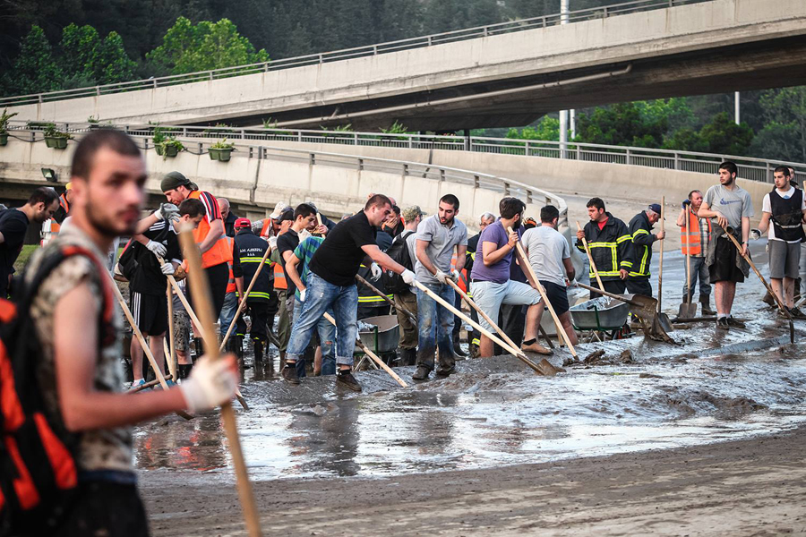 Volunteers clean up Tbilisi after deadly floods. 2015