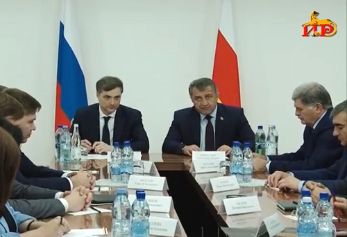 Vladislav Surkov and Anatoly Bibilov at a meeting of new South Ossetian cabinet of ministers, June 9, 2017. Photo: screengrab from local TV station IR